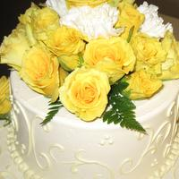 Attention to every detail includes arrangements and selection for the wedding cake at the Corral de Tierra Country Club.